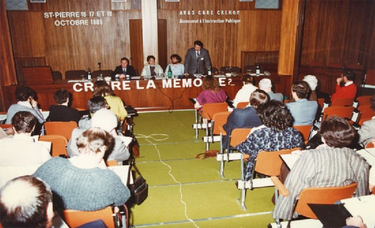 Saint-Pierre. 1986, le colloque international : Croire la mémoire? (photo R. Vautherin)